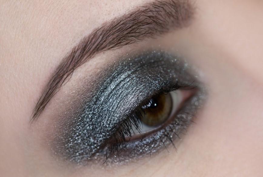 Рассыпчатые тени фото на глазах эффект